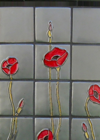 <h5>Sculpted Poppies</h5><p>Griffen #85 with Veruca #210 flowers.</p>