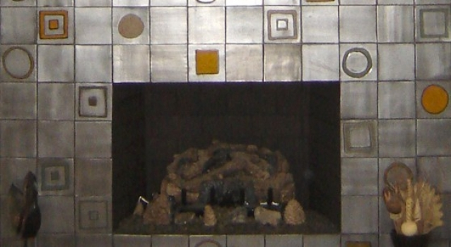 <h5>Color Blocks Fireplace</h5><p>Blocs de Coleur (Color Blocks) in 4x4, Griffen 85 glaze.</p>
