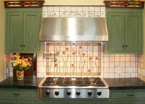 "<h5>Sculpted Poppies Backsplash</h5><p>&quot;Sculpted Poppies"" backsplash in custom glaze with hand painted 4x4 field and Geo Listello.</p>"