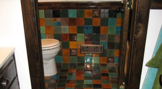 <h5>Multi-color Bathroom</h5><p>4x4 and 2x2 field tiles in multiple colors.</p>