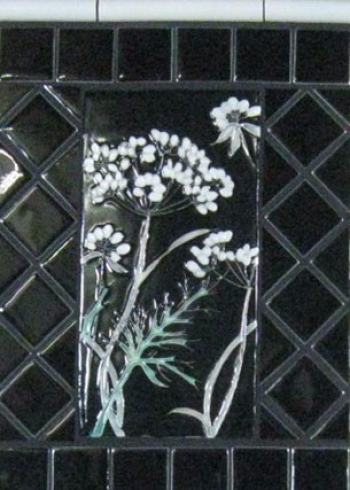 <h5>Queen Anne's Lace</h5><p>Glazes Gloss Black 501 Mint Julep Crackle 50</p>