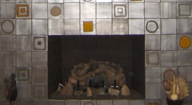 <h5>Color Blocks Fireplace</h5><p>Blocs de Coleur (Color Blocks) in 4x4, Griffen 85 glaze.</p>